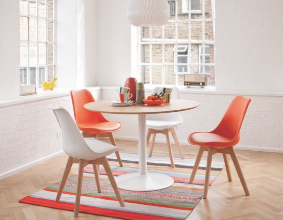 Are Round Dining Tables Better for Small Spaces