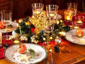 How to Decorate a Dining Table for Christmas?
