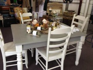 How to Paint a Dining Table With Chalk Paint?