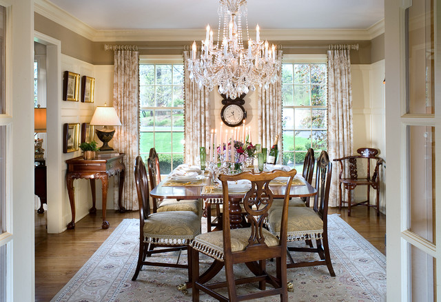 Where Should Extra Chairs Be Placed in a Dining Room?