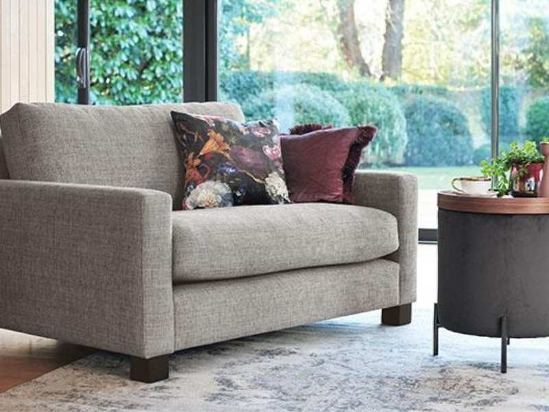 How to Decorate a Loveseat With Pillows?